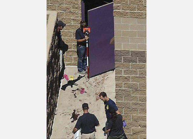 بالصور: 12 قتيلا وأكثر من 50 جريح في إطلاق نار داخل صالة سينما