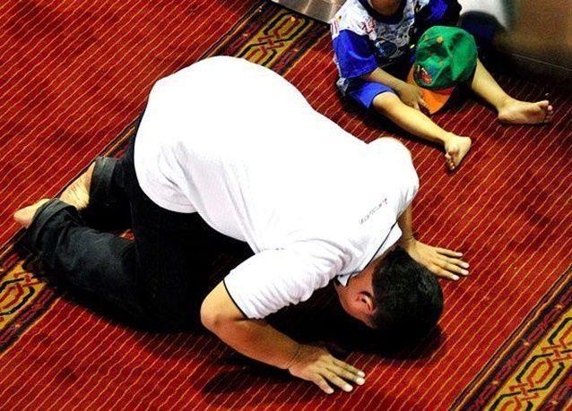 بالصور: الأول من رمضان في أندونيسيا