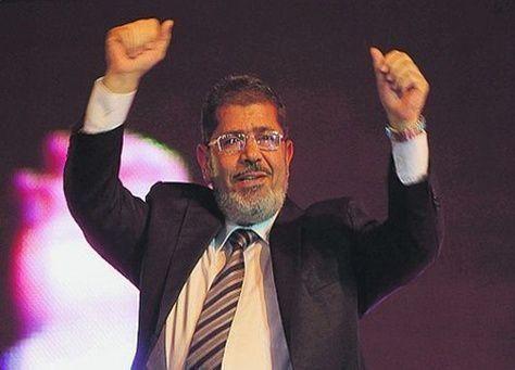 رئيس مصر يعزل كبار قادة الجيش