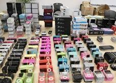 اقتصادية دبي تضبط 26000 ألف منتج إلكتروني مقلد تصل قيمتها  إلى 4 ملايين درهم
