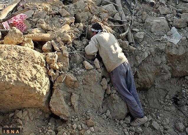 واشنطن ترسل مساعدات مالية لضحايا زلزالي إيران