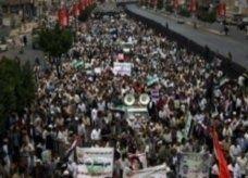 عشرات آلاف اليمنيين يتظاهرون مطالبين برفع الحصانة عن صالح