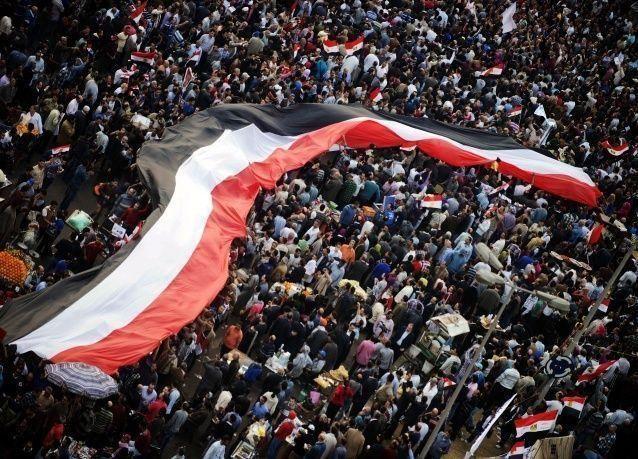الحكومة المصرية سترفع الأسعار والضرائب بعد الاستفتاء