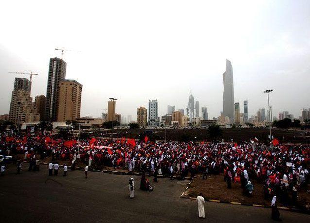 """بالصور: المعارضة الكويتية تجدد رفضها لما أسمته """"البرلمان المزور"""""""