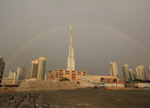 صور البرق يضرب برج خليفة أعلى برج في العالم