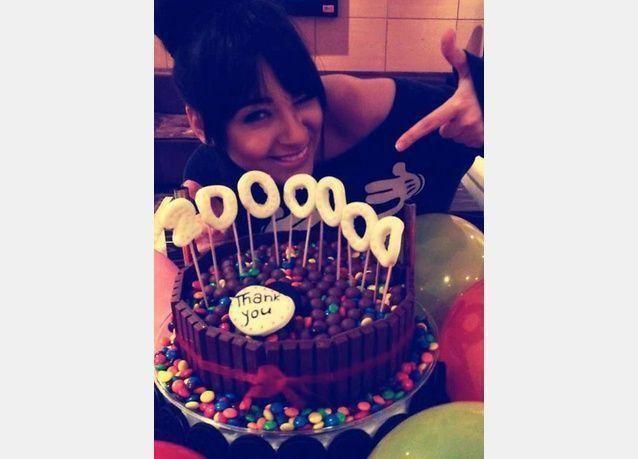 بالصور: الفنانة ساندي تحتفل مع كعكة ب 2 مليون معجب