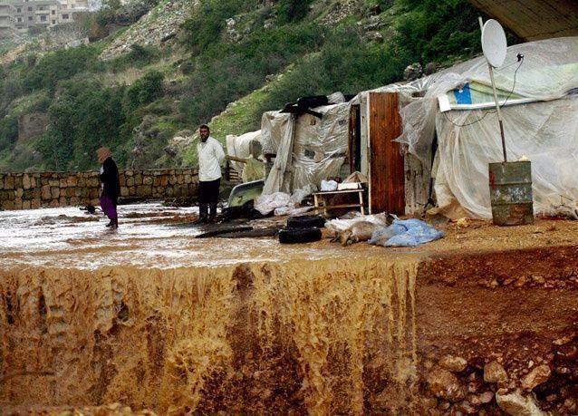 قتلى وجرحى وخسائر مادية في عاصفة قوية تضرب لبنان
