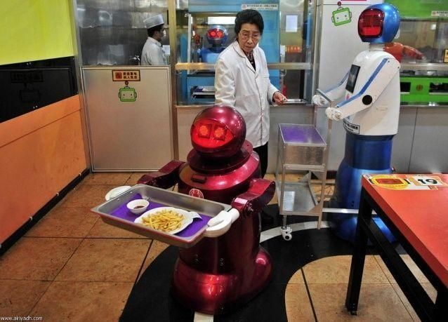 صور مميزة لمطعم الرجال الآليين في الصين