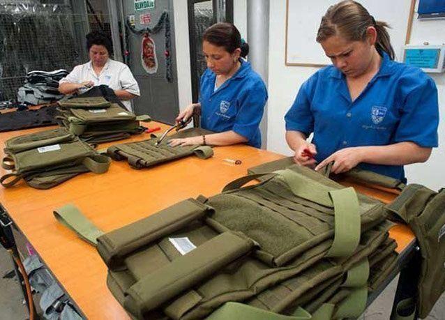 حقائب مدرسية مضادة للرصاص في أمريكا.. بالصور