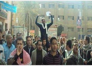 مرسي يفوض محافظين مدن القناة تعديل أو إلغاء حظر التجوال