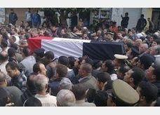 سحل وقتل المتهم بقتل ضابط الشرطة في بني سويف