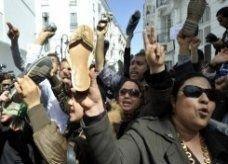 """تونس تتطلع """"للسيناريو المصري"""" بعد تجميد المجلس التأسيسي"""