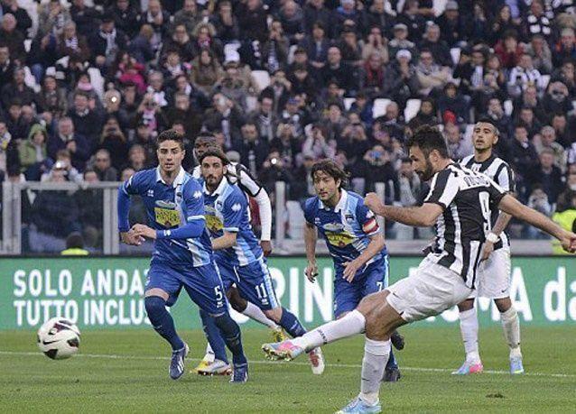 """بالصور: لاعب جوفينتوس الإيطالي يخلع """"الشورت"""" احتفالاً بهدف"""