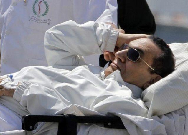 محامي مبارك ينفى أن يكون رئيس مصر السابق تحدث لصحيفة