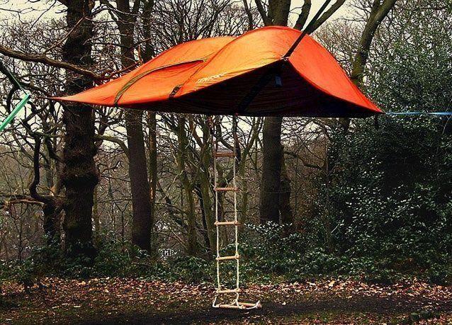 بالصور: خيمة عائمة لمحبي التخييم