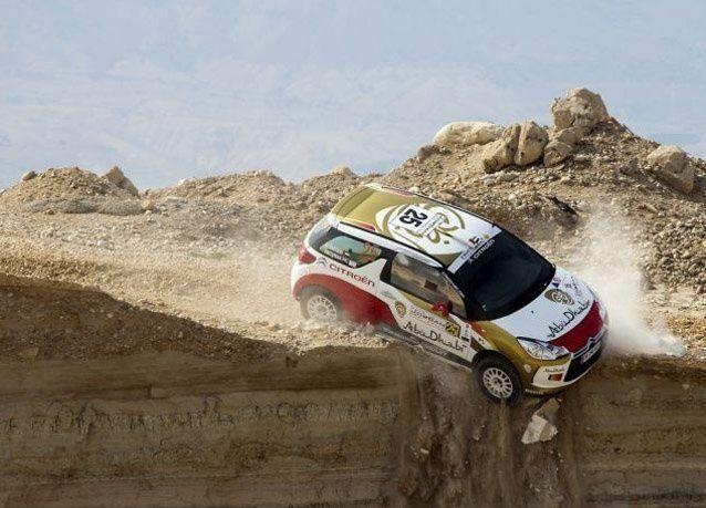 بالصور: سائقان إماراتيان ينجوان من الموت في رالي الأردن