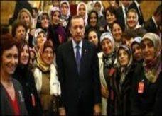 مذيعات ورعات يعشقن فيرساتشي يثرن غضب المسلمين في تركيا