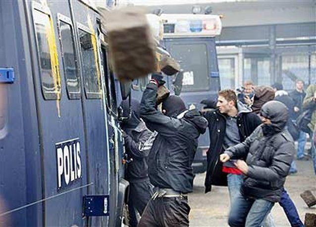 فشل السويد في السيطرة على أعمال الشغب