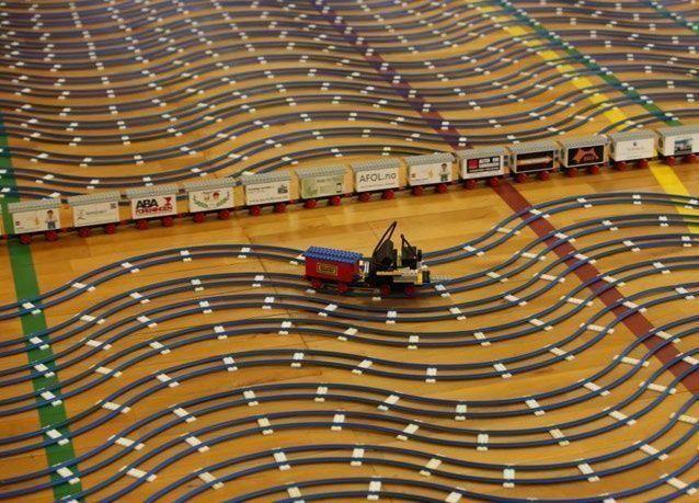 أطول سكة قطار من قطع الليجو تدخل موسوعة جينيس للأرقام القياسية بالصور