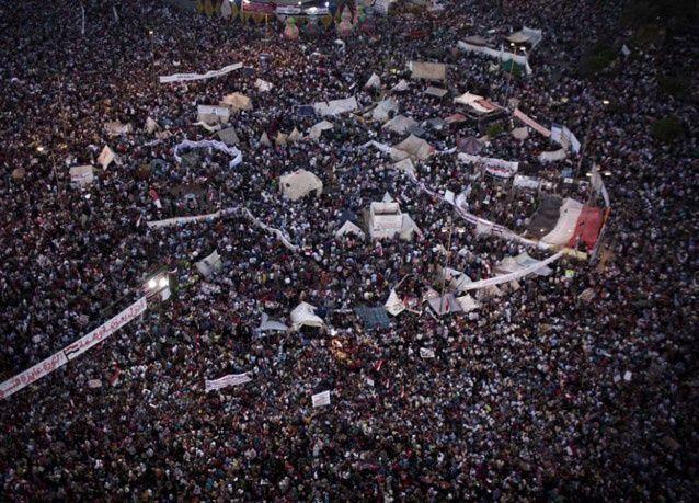 بالصور: أزمة مصر الدامية