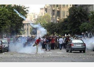 اشتباكات في القاهرة مع استمرار الأزمة السياسية