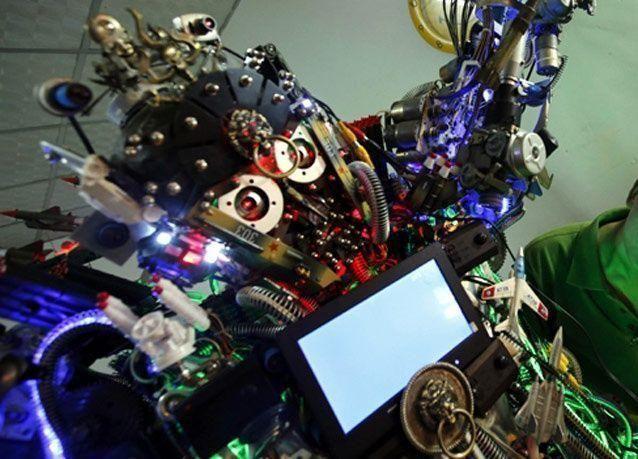 بالصور: روبوت يعيش في أحد أزقة بكين