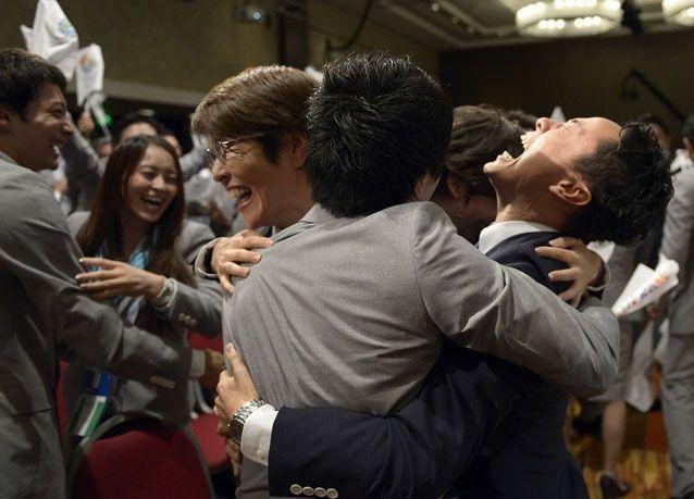 بالصور: فرحة اليابانيين بتنظيم أوليمبياد طوكيو 2020