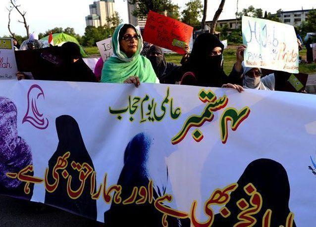 بالصور: ناشطات باكستانيات يحتفلن باليوم العالمي للحجاب