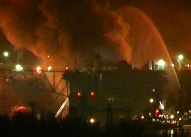 روسيا تكافح حريقا على ظهر غواصة تعمل بالطاقة النووية