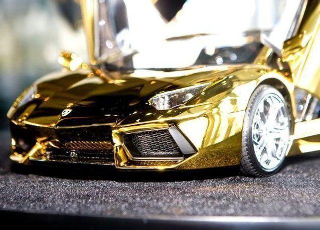 بالصور: لامبورجيني تعرض أغلى مجسم من الذهب لسيارتها بقيمة 7 ملايين دولار في دبي