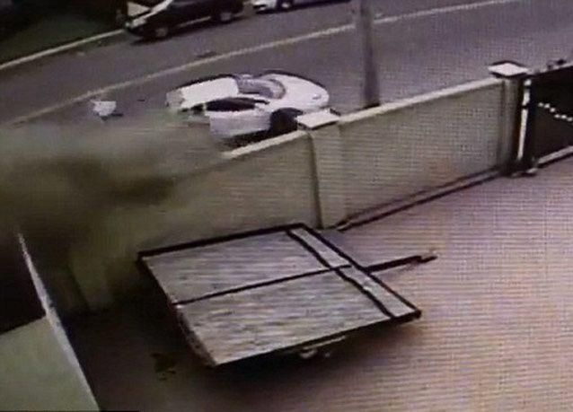 بالصور: لامبورجيني أفينتادور تنشطر إلى نصفين في حادث عنيف بنيويورك