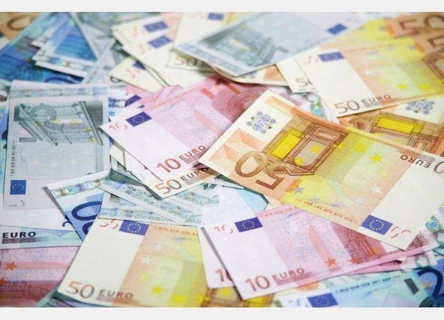 الدولار يتجه لأكبر هبوط فصلي في 5 سنوات