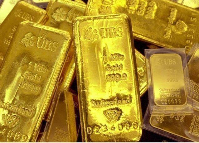 الذهب يتراجع للجلسة الثانية مع انتعاش الأسهم وضعف المشتريات الحاضرة