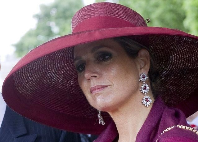 ملكة هولندا أرجنتينية المولد حائرة قبل مواجهة التانجو