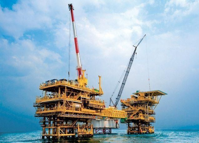 النفط ينزل إلى أدنى مستوى في 27 شهراً