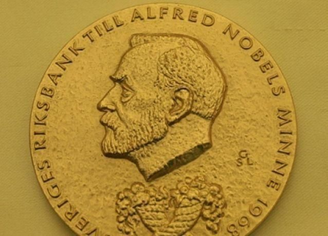 الفرنسي جان تيرول يفوز بجائزة نوبل للاقتصاد 2014