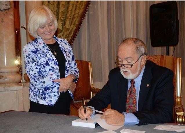 مؤسس ورئيس جمهورية سيشل السابق يطلق كتابه الجديد في أبوظبي