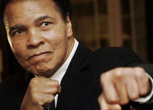 وفاة بطل الملاكمة العالمي محمد علي عن 74 عاما