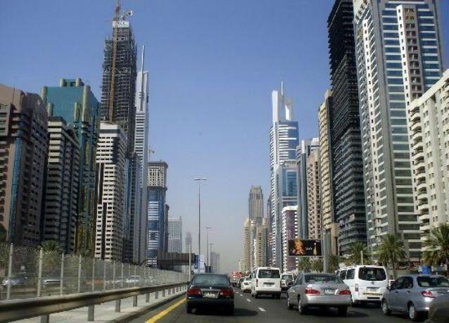 أسعار المساكن في دبي ستنخفض 10 بالمئة في 2015