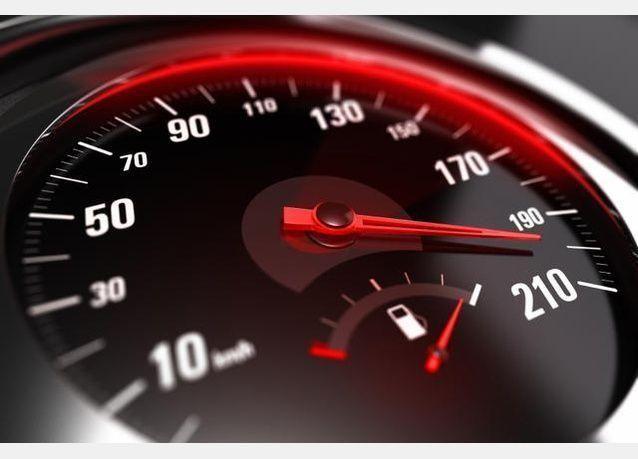 أسباب زيادة السرعة لدى السائقين في الإمارات