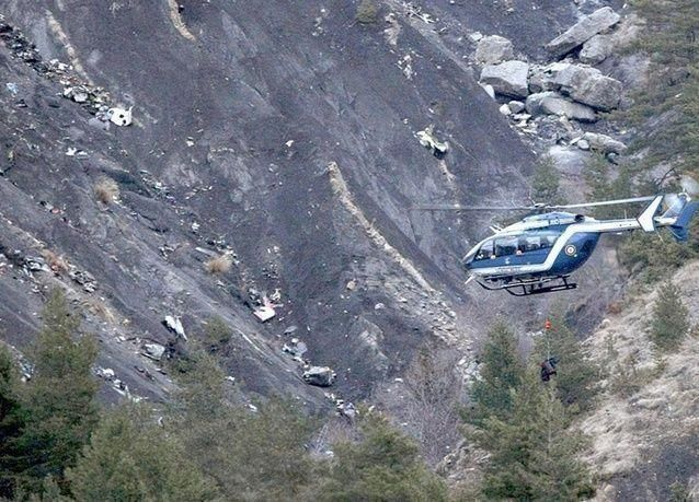 بالصور: حطام الطائرة الألمانية المنكوبة في فرنسا