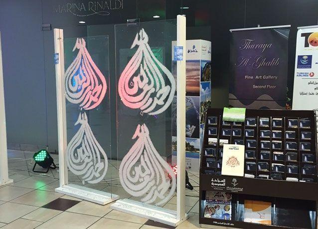 بالصور: سعوديات يبدعن في تدوير الزجاج