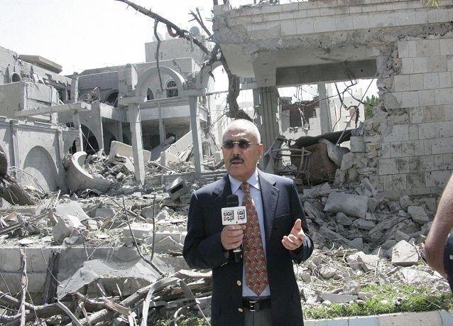 اليمن: صالح ينشر صورة له أمام ركام منزله