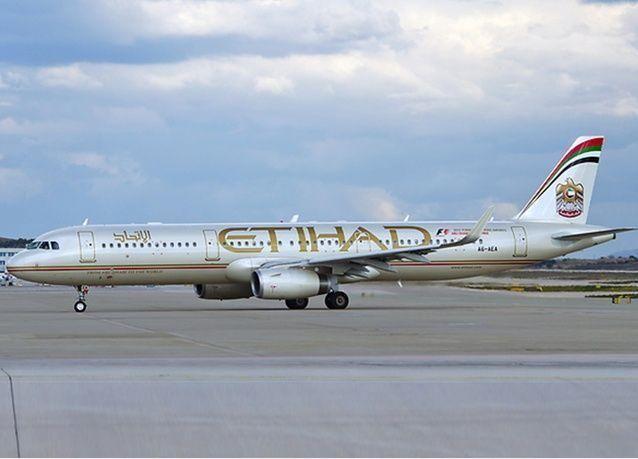تحويل مسار طائرة للاتحاد الإماراتية إلى قاعدة بسبب راكب مشاغب