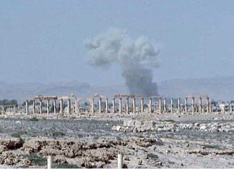 """""""داعش"""" يدمر معبدا شهيرا من أهم كنوز العالم الأثرية في تدمر"""