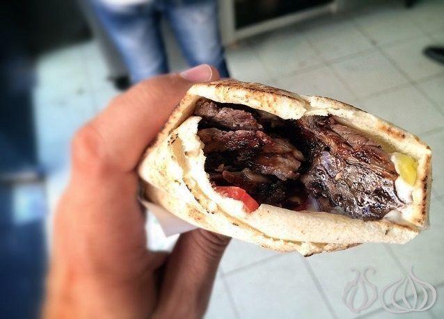 دبي: توقف قرابة نصف مطاعم الشاورما عن تقديمها بسبب الشروط الصحية