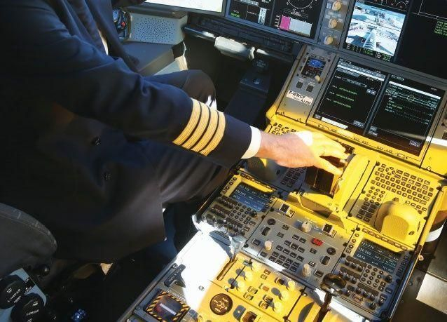 هل يستطيع فعلاً قرصان إلكتروني أن يحكم السيطرة على طائرة ركاب تجارية؟
