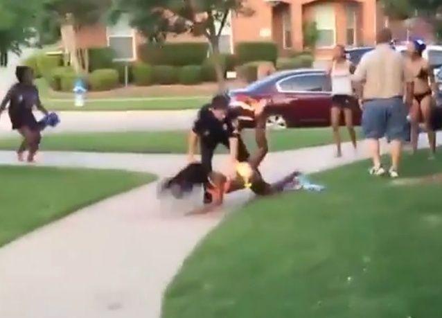 عرب بين ضحايا حادثة الاعتداء الوحشي للشرطة على مراهقين في تكساس