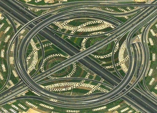 صور من الفضاء بينها لقطة مذهلة لتقاطع في دبي لا يعرفه أغلب سكان المدينة
