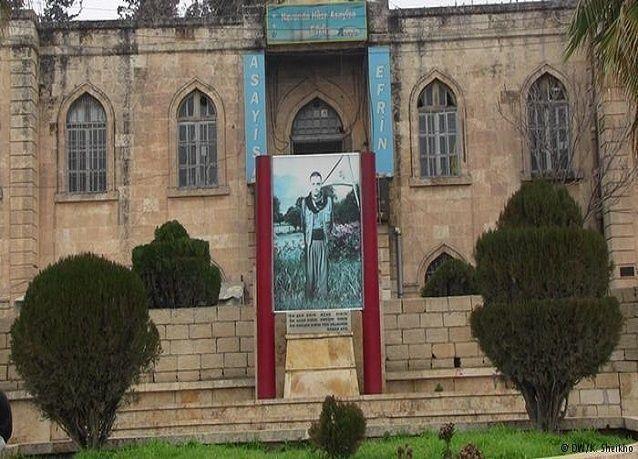 """بالصور: تماثيل وصور""""الأسد"""" في المناطق الكردية-أين هي الآن؟"""